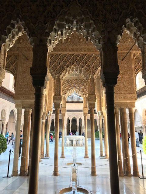 La cour des lions à l'Alhambra