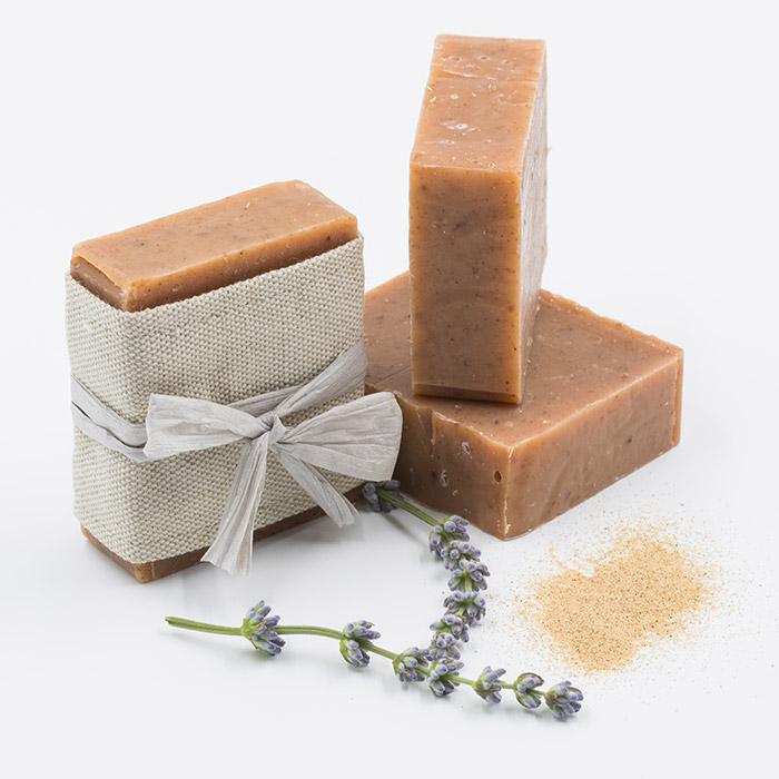 Le savon gommant de chez Savonnerie Tourangelle